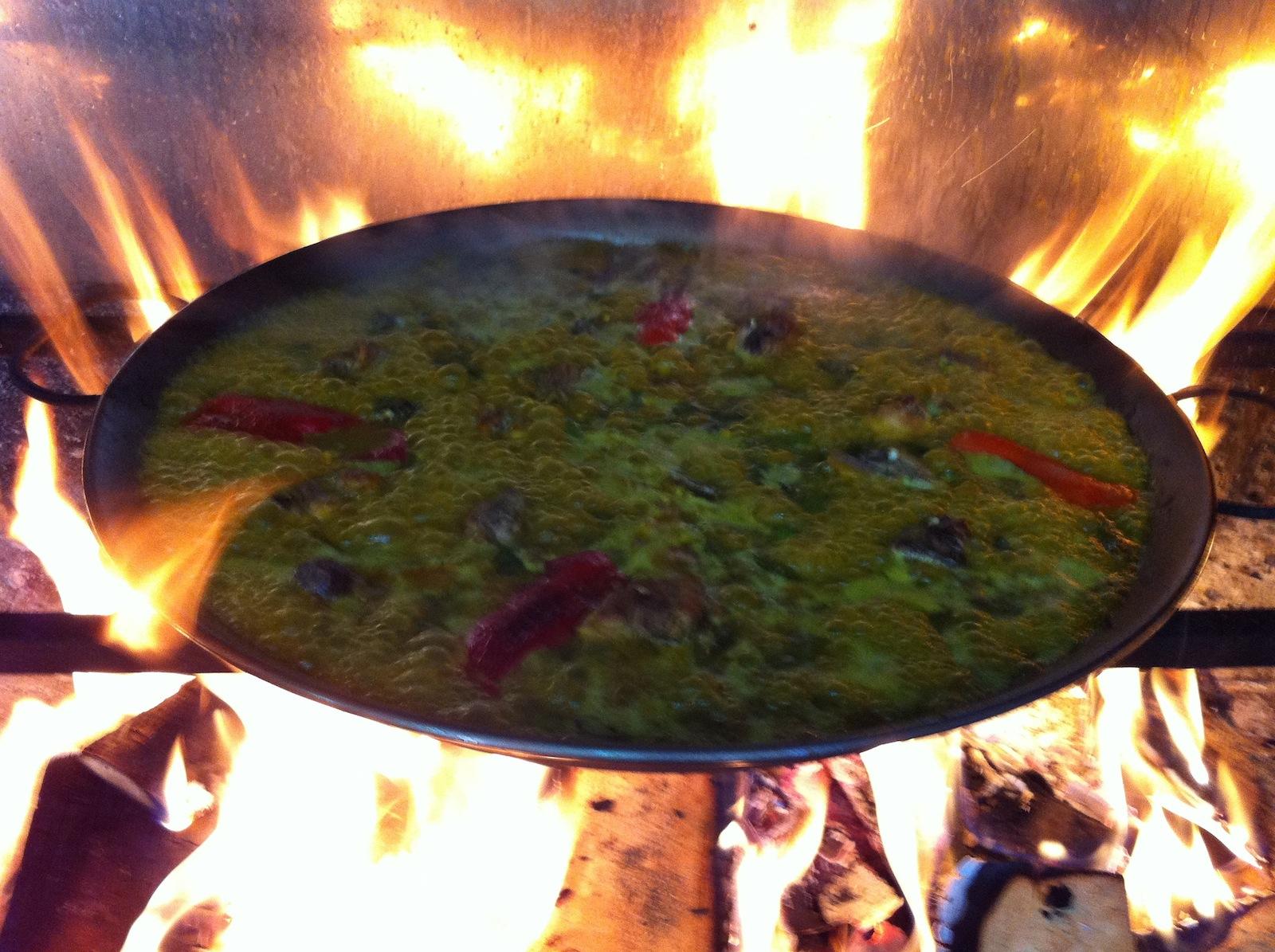 Le secret de la paella : le bouillon au feu de bois