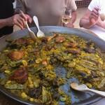 Paella Valenciana comida en un plato