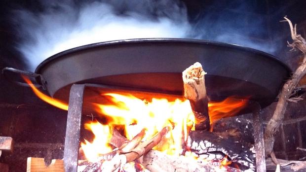La bible de la paella paella au feu de bois